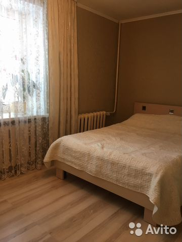 Продается трехкомнатная квартира за 1 850 000 рублей. Брянская обл, г Клинцы.
