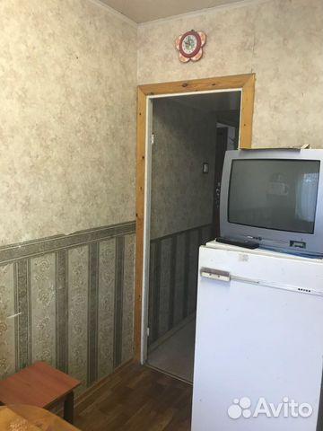 Продается двухкомнатная квартира за 2 340 000 рублей. Мурманск, улица Капитана Маклакова, 42, подъезд 2.