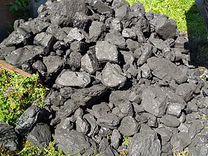 Каменный уголь в мешках и валом