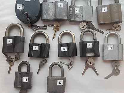 Старинные замки Советских времен с ключами